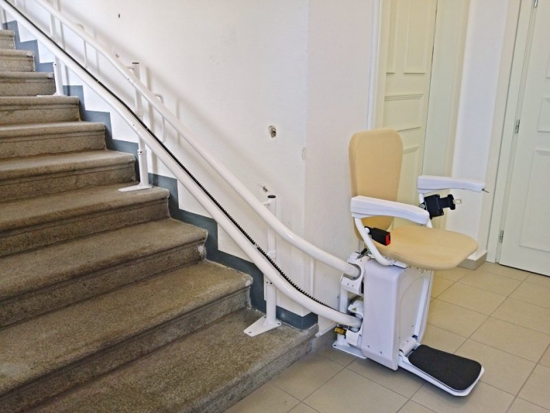 Schodišťová sedačka usnadní pacientům přístup